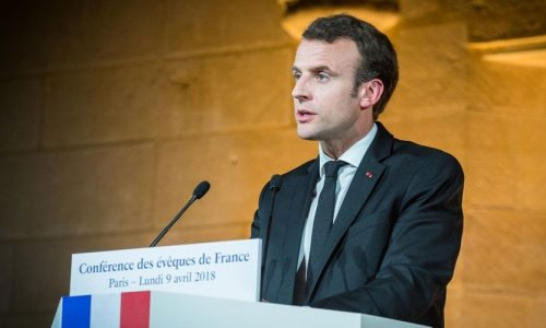 ¿NUEVO CLODOVEO? Macron a obispos: Francia necesita a la Iglesia Católica